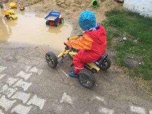 Beschäftigungen für Kinder bei einer Ausgangssperre für drinnen & draußen – 111 Ideen