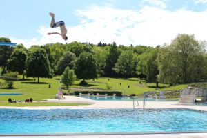 Sommerzeit ist Badezeit: Schöner Schwimmen rund um Augsburg mit Kindern