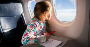 Fliegen mit Kindern – Experten-Interview mit Flugbegleiterin Delia Wings