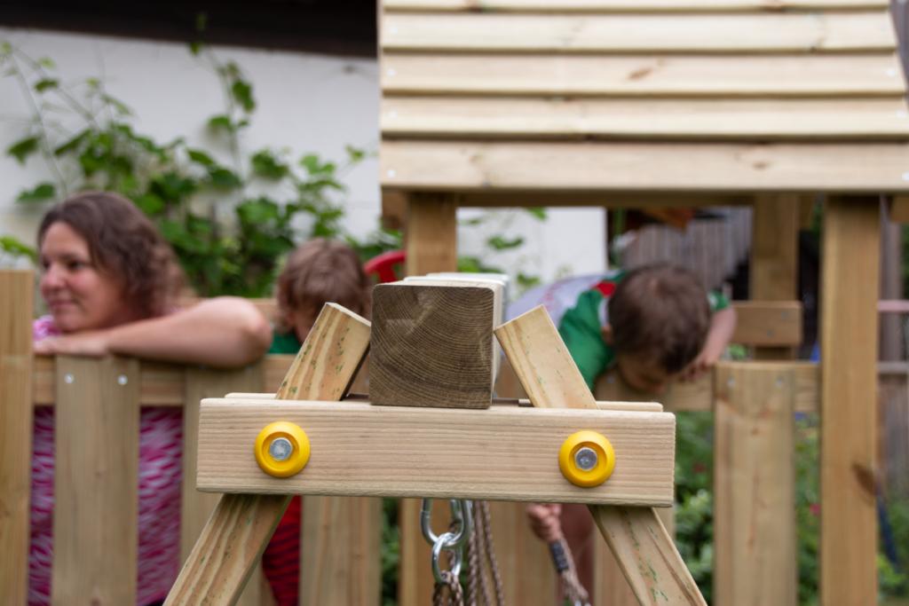 spielturm-test_bewegung-zuhause-kinder